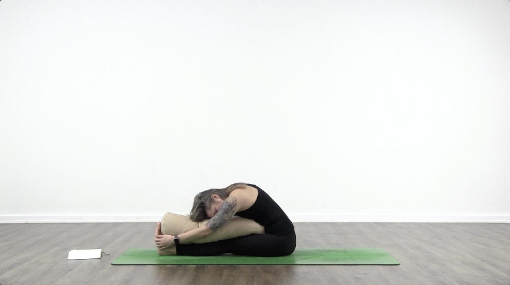 4 Essential Yoga Poses For Sleep_0