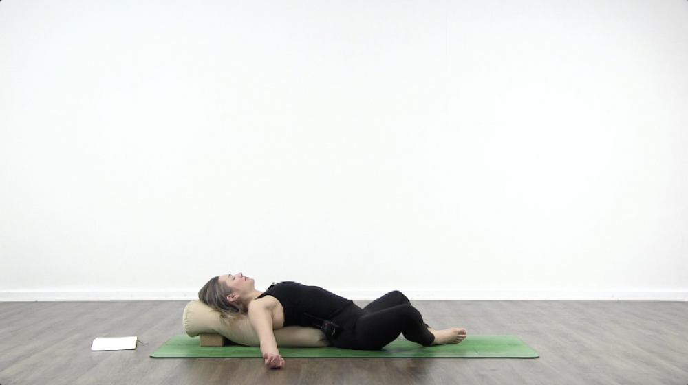 4 Essential Yoga Poses For Sleep_2